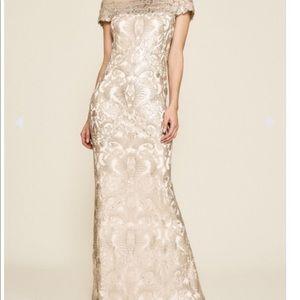 Tadashi Shoji Virgo Gown size 14 NWT